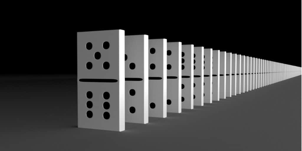 dominos standing in a line